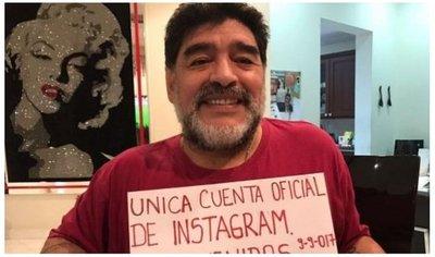 Maradona: Un Benedetto o un Alario son como cinco Icardi