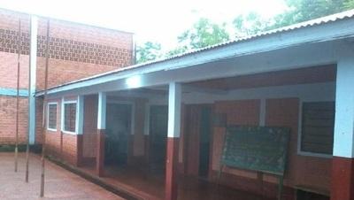 Robaron equipos de una escuela en Hohenau