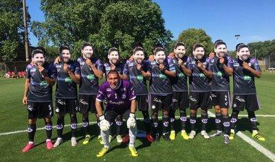 El homenaje de jugadores de Sacachispas para Messi