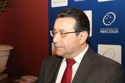 Parlasuriano denuncia a Argentina por sobrecostos en servicios de balsas