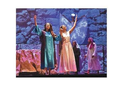 La vida de Jesús revivió en un animado musical juvenil