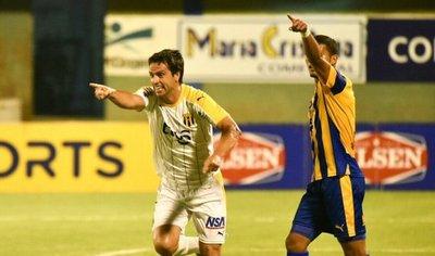 Guaraní gana en Luque y se mantiene en la pelea