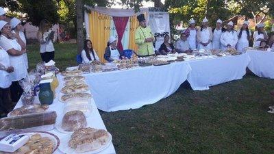 Exponen alimentos tras culminar cursos de panadería