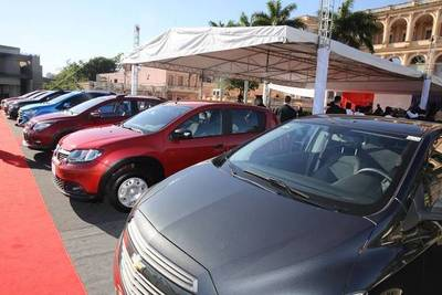 "ROTUNDO ÉXITO DE PROGRAMA DE ""AUTO FAMILIAR"" EN 7 DÍAS EMPRESAS VENDIERON 500 VEHÍCULOS"