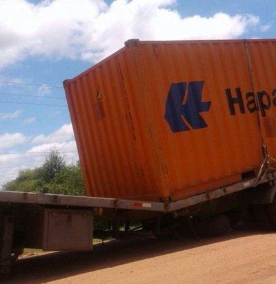 Pésimo estado de ruta afecta a camiones en Pozo Colorado