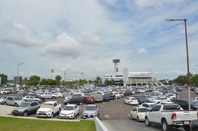 ¿Para qué se paga por estacionar en el aeropuerto?