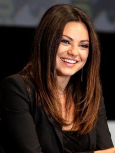 Mila Kunis homenajeada por grupo de teatro de Harvard