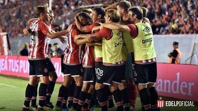 Estudiantes sorprende a Independiente