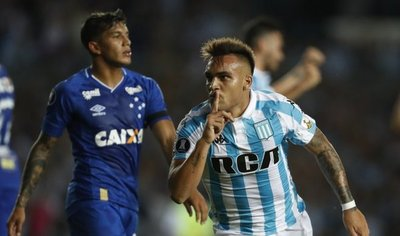 Racing vence al Cruzeiro con un triplete de Lautaro Martínez