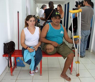 Hombre que quería vender sus órganos, recibe donación de pierna ortopédica