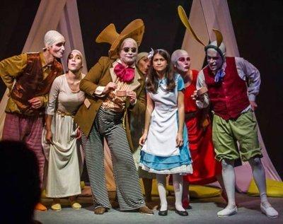 Comedia, drama y obras infantiles  en la cartelera teatral de Asunción