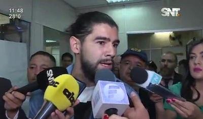 Rodrigo Burgos va a su casa