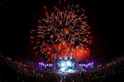Fiesta de reggaetón y electrónica reunión a 30 mil personas