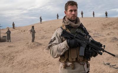 """Chris Hemsworth protagoniza """"Tropa de héroes"""" junto con su esposa Elsa Pataky"""