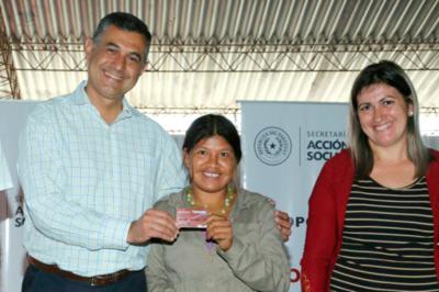 Tekoporã entregó tarjetas a 285 familias de Capitán Meza