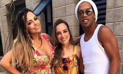 HOY / Ronaldinho contrae matrimonio con sus dos novias