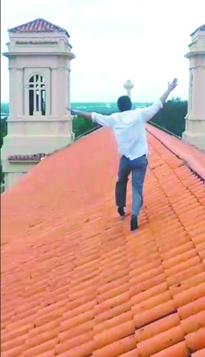 VIDEO: Alumno del San José corrió sobre el techo de la iglesia