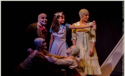 """HOY / """"Alicia en el país de las maravillas"""" sube a las tablas del Teatro Latino"""