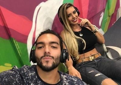 Lili Cornet y Karlinho juntos en un vídeo clip de Somai