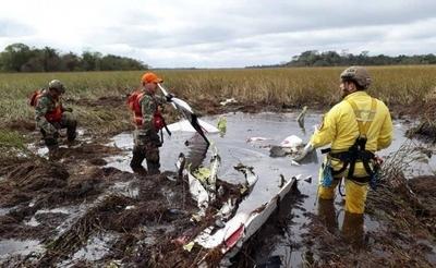 HOY / Así quedó la aeronave: rescatistas buscan los cuerpos