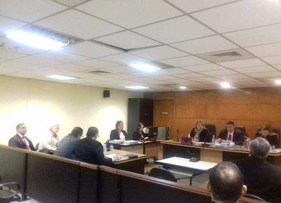 Jueces absuelven a dueña de Don Vito Tradicional