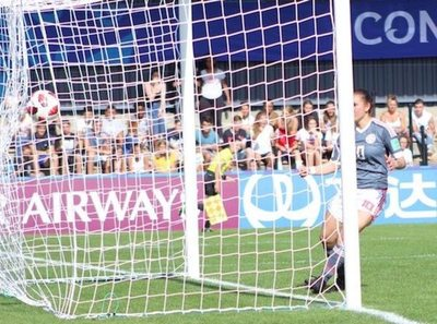 España goleó a Paraguay  en el arranque