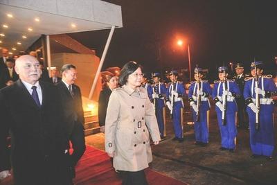 Presidenta taiwanesa inicia viaje a Paraguay con escala en EE.UU.