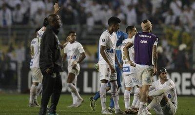 Independiente avanza a cuartos tras partido suspendido por incidentes