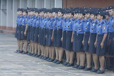 Está embarazada: Una joven cadete de Policía omoî un amparo para seguir