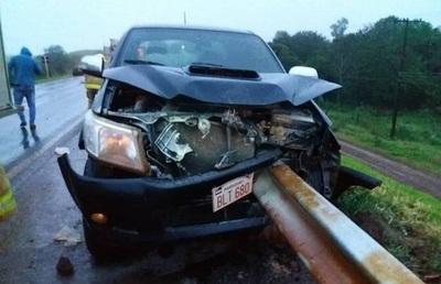 Conductor fallece tras colisionar contra baranda de seguridad