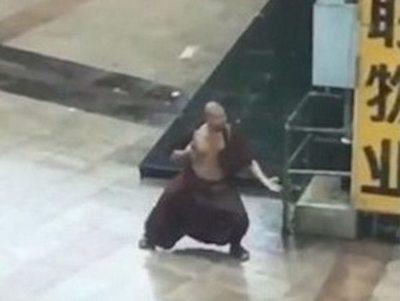 Oñembo ídolo monje ante el  tifón y falló