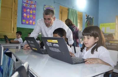 Valoran trabajo de Paraguay Educa