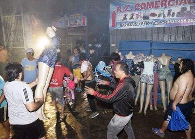 Incendio de gran magnitud redujo a cenizas comercios en Nanawa