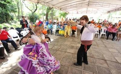 HOY / Adultos mayores celebran su día desplegando talento