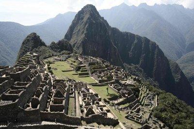 Hallan nuevos andenes bajo la Plaza Sagrada de Machu Picchu