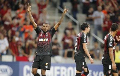 Atlético Paranaense acaba con el Caracas