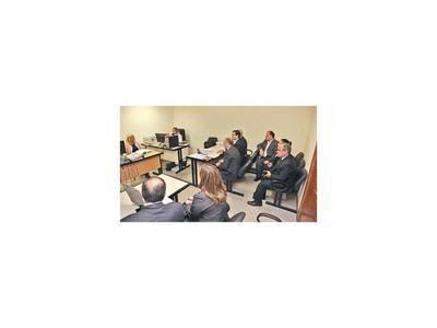 Sin público, jueza envía a juicio oral al senador liberal Salyn Buzarquis