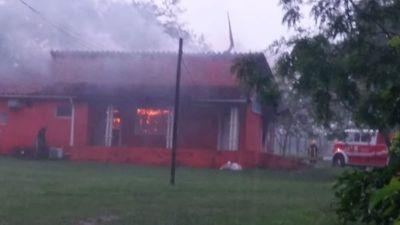 Incendio consumió local de radio La Voz de la Cordillera