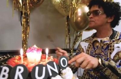 El gracioso video en el que Ed Sheeran le canta 'Cumpleaños Feliz' a Bruno Mars