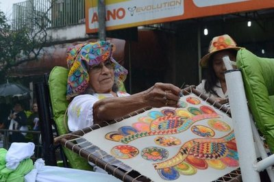 Lluvia no aguó festejos por el Día del Ñandutí