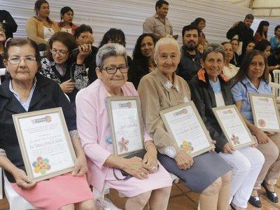 Tejedoras piden crear una escuela para enseñar ñandutí