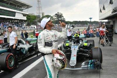 Hamilton logra la pole número 100 en el GP de Brasil