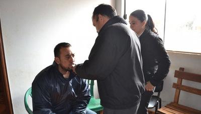 Acusan a dos policías que agredieron a playero y amenazaron con matar a otros