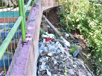 Nuevas fisuras ponen en riesgo la estructura de mirador Ita Pytã Punta