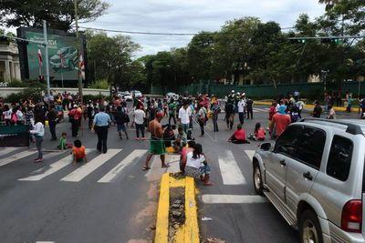Indígenas protestan y cierran Mcal. López