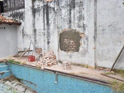 Autoridades del Indi investigarán boquete en pared de la institución