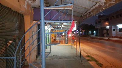 """San Lorenzo: De todo """"tío"""", hasta escaleras en plena vereda"""