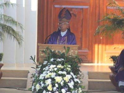 Obispo aboga por cambios en educación y salud