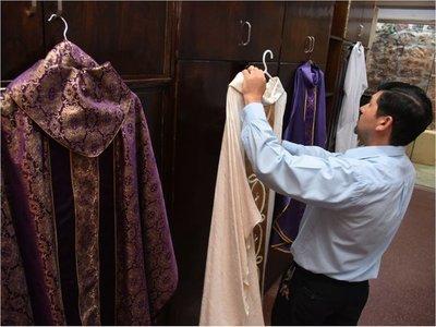 Un obispo con un gusto refinado dirige la mayor festividad mariana