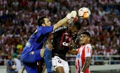 HOY / Paranaense le arranca un empate a Junior en Barranquilla